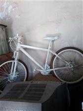山地自行车一辆,原来健身房的。9成新,双碟刹。有需要联系,现在车在临潼