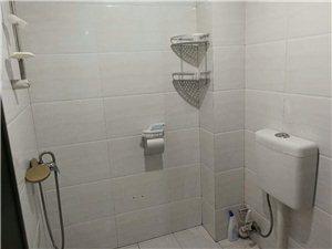 城西3室2厅2卫1600元/月