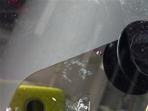 ��I修�a汽��躏L玻璃各�N破�p�c,裂痕,如果你�圮�行�在路面上被�w石���,出�F了��口�o�大小,此�r�你...