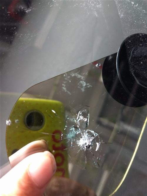 专业修补汽车挡风玻璃各种破损点,裂痕,如果你爱车行驶在路面上被飞石击伤,出现了伤口无论大小,此时请你...