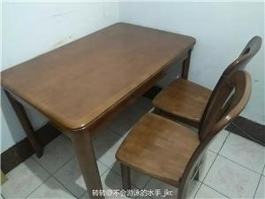 全新餐桌一套一桌六把椅子未使用,因搬家低价出售