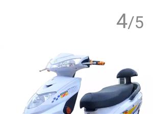 欧峰大迅鹰锂电池电动车,崭新没骑过,70V20A超威锂电池方便取出,京东上发回来后嫌车子大不想要了,...