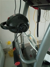 家用跑步机一个。因工作忙,暂时没有时间跑。想低价处理。