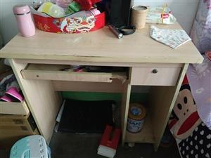 搬家电脑桌出售,一共三个
