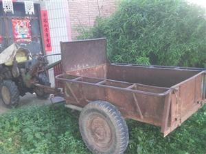 老爸的手扶拖拉机,放了一年了。一下就摇着了。车况不错,老爸年龄大了不能开了,现卖铁价1000出售。还...