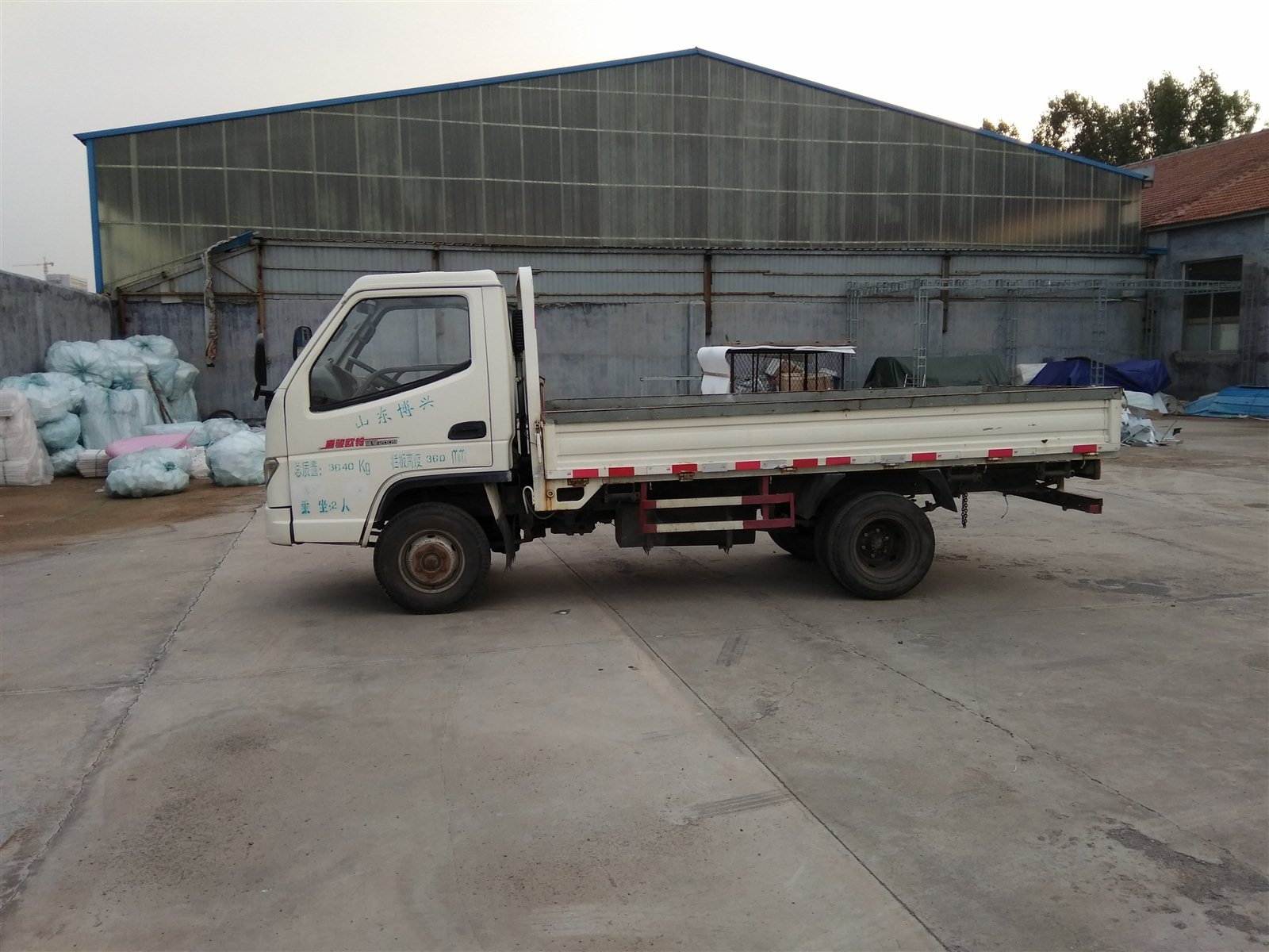 2011年唐骏3.6米6轮平板货车