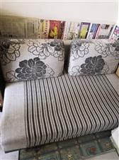 双人折叠沙发床,九成新,闲置没有用,便宜出售,有一点脏,上门自提。
