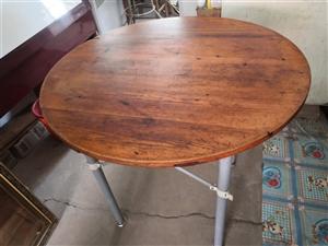 桌子,闲置,红松,稍有瑕疵,便宜出售。自提。