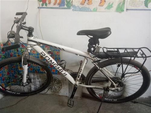 台湾荣辉自行车,21速的。铝合金架子,做工精细。2015年买的,在外面上班没机会骑,这几年总共骑的次...