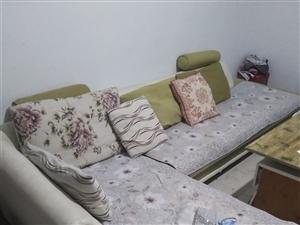新买半年的沙发,用的频率第,因为要搬新家了,所以忍痛转让,成色好,换个沙发布和新的一模一样。非诚勿扰...