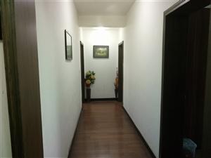 人和街中段精装3室2厅2卫82万元