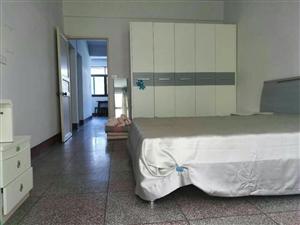 小广场附近110平米3室精装拎包入住1600元/月