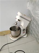 奶油机,九成新,不干了处理,无级变速,容易打发。
