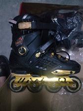 花样滑轮鞋,买时花了298,不会滑,现在低价卖出200元,接近全心,没玩几次