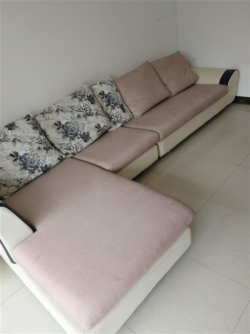 全友沙发一套 原价3800多 ,使用不到2年,成色较好,长3.5米 宽1.2米 软硬适中。沙发在天鹅...