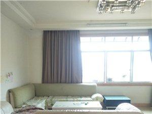 陵园3室2厅2卫1700元/月