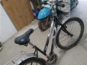 个人闲置的山地自行车,闲置半年多了,有八成新,买时配有后货架可以坐人、带物,下面实物拍摄,看上需要的...
