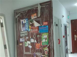 """宝坻瑞景装修换下的""""华夏""""防盗门,.0.98*2.17。塑料膜还没揭开。"""