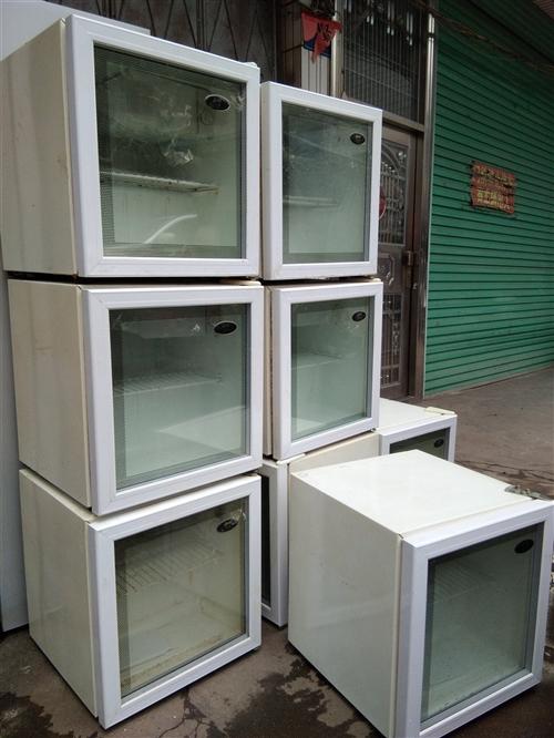 出售小冰箱