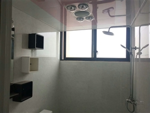 领秀边城3室2厅2卫48万元