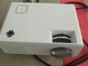 9成新电子投影仪,便宜处理。价格面议。