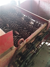 14年福田雷沃玉柴发动机   140马力 前置三行玉米收割机