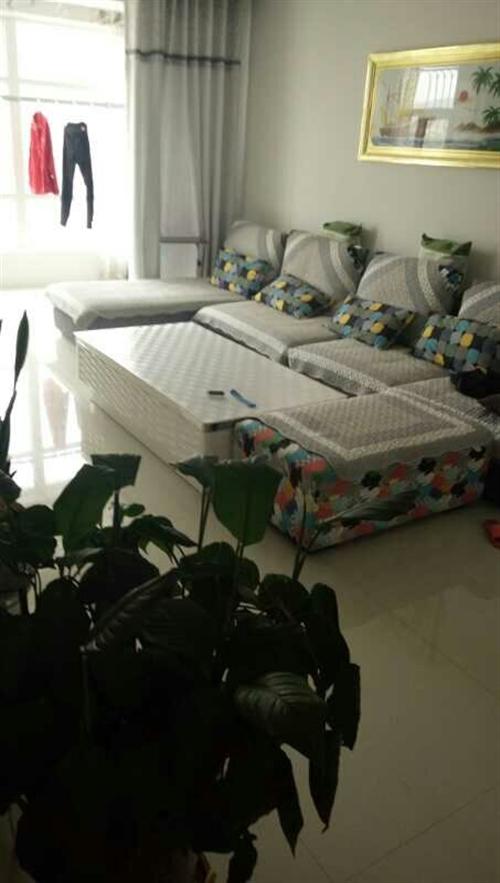 新床一张,新茶几一个,9成新双贵妃沙发一套,带沙发垫一套