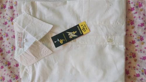 白衬衫 新旧程度:全新 规格尺寸:Lxx,1米5以下可穿。 转手原因:店面拆迁,便宜处理,10...