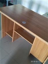 给自己店铺新买一月的一台电脑桌,和一个两用弹簧沙发床,样式质量好,店铺转让要去西安,低价割爱转让此两...