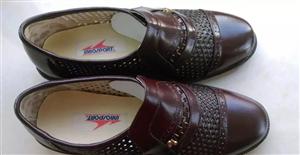 男皮鞋,真皮,40码,最后几双,50元一双,先到先得。