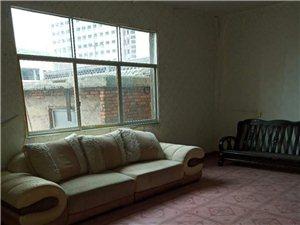 正街3室2厅1卫650元/月