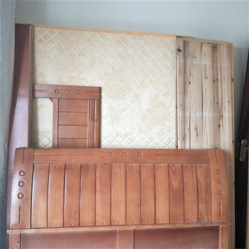 九成新1.5米的床,和海马床垫,需要腾出房间作为书房,所以想转让,有意请联系!