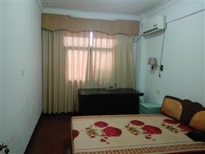 新安路3室2厅2卫1500元/月