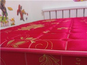 床头1米8?1米5,九成新,买时三百多,现卖二百。           床垫1米8?1米5 九成新,...