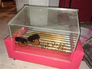 冰淇淋机,展示柜,沙冰机,烤肠机各一台,需要的请联系18981034180