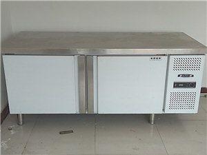 冰柜工作台     正月十六学生开学买的,用了没有2个月。规格1.8/0.8/0.8自提