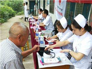 2018年7月5日叶县人民医院专家组在廉村乡穆寨村义诊......