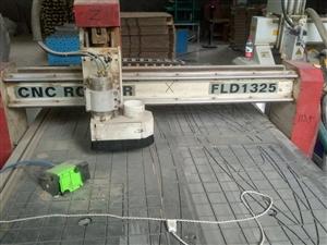 6成新木工雕刻机!可浮雕!附带控制箱!放置架!有意者可电话联系18726550355