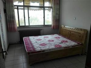 因搬家新床带垫子 1.8×2米  处理木头的 价格700 非诚勿扰 谢谢 联系电话 15954736...