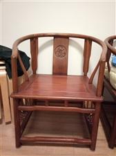 一梨木茶桌加四把梨木椅子,用茶用餐一桌多用,高档大气上品位家具。