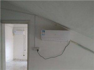 豪门又一城,阁楼,带2个空调,热水器,800元