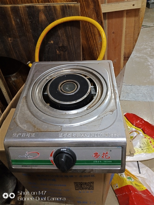 厨房用具处理   有燃气灶   大电饭煲 蒸子  烧箕,桌子 洗碗朝等!价格实惠