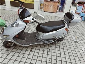 铃木锋彩QS 125-3A ,发动机正常无更换零件,车身身有点小磕碰,外观还可以。骑了6年了零交通事...