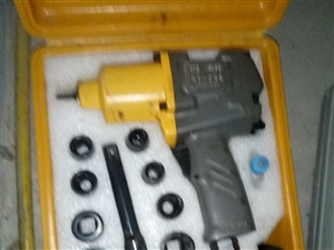 出售二手修车工具  价格电话联系 或者微信都可以    15703056387微信同号