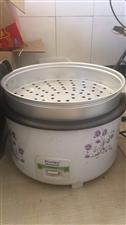 5.6升大电饭锅9个菜盆,一个大粥桶就用了几次,9.9成新,有需要的联系我