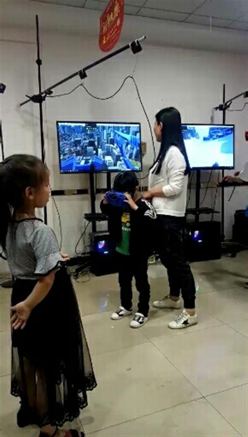 出售VR设备两套,使用了2个月,电话15929945789 地址:彬县美食城东门旁(曼斯雪饮品店内...