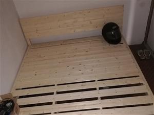 全新1.5米/1米(带席梦思床垫)各一张,布衣柜一个 ,低价出售,