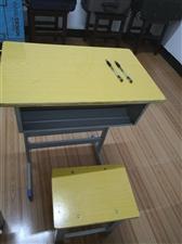 九成新课桌  100多套,每套40元  不还价  欢迎来电咨询
