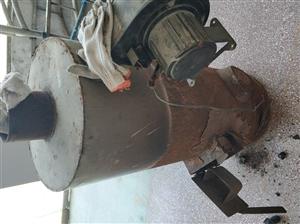 小锅炉,用于养鸡,烘干木材。高1.2米,直径50公分。