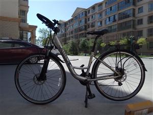 爱玛牌公路旅行自行车,九五成新,骑行了800公里,配件齐全,1300元出售。